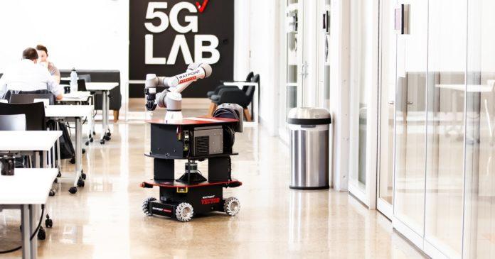 Waypoint Robotics delivers Mobile Manipulation Unit for MassTLC's 5G